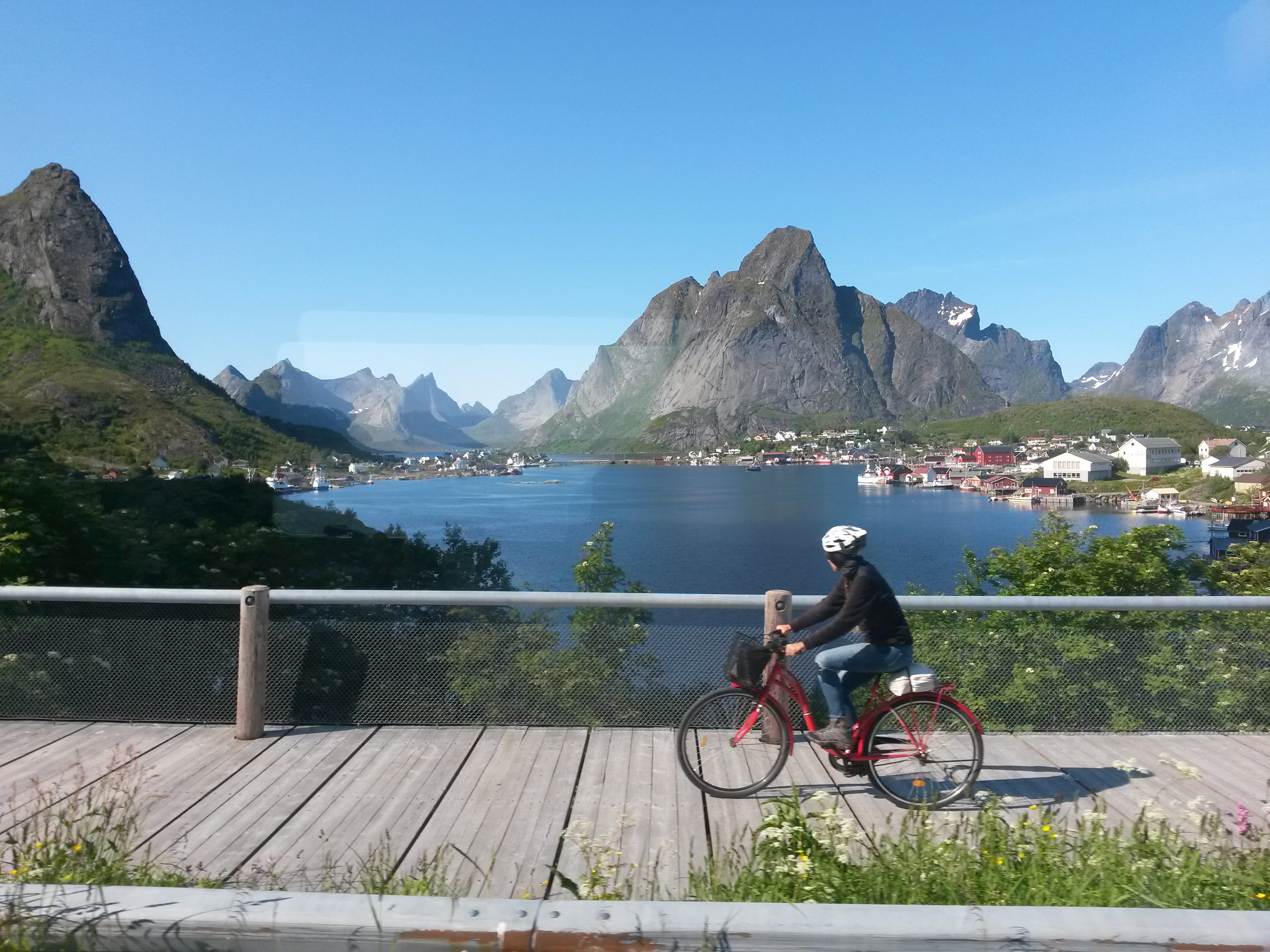 Cyclist comming from Reine